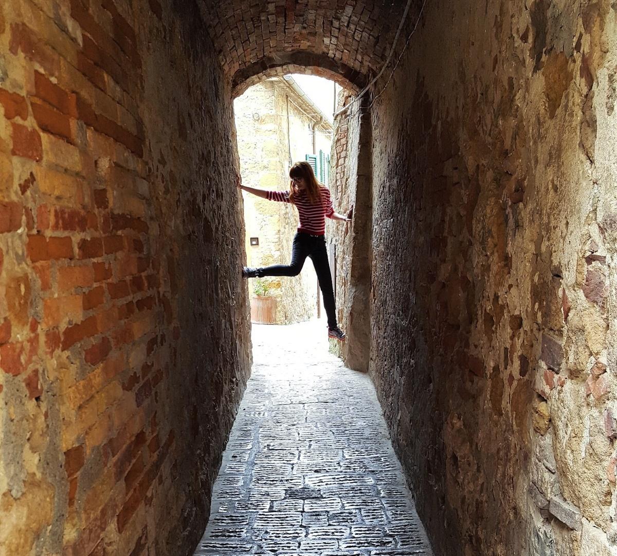 Пьенца. Италия. Очень узкая улица.